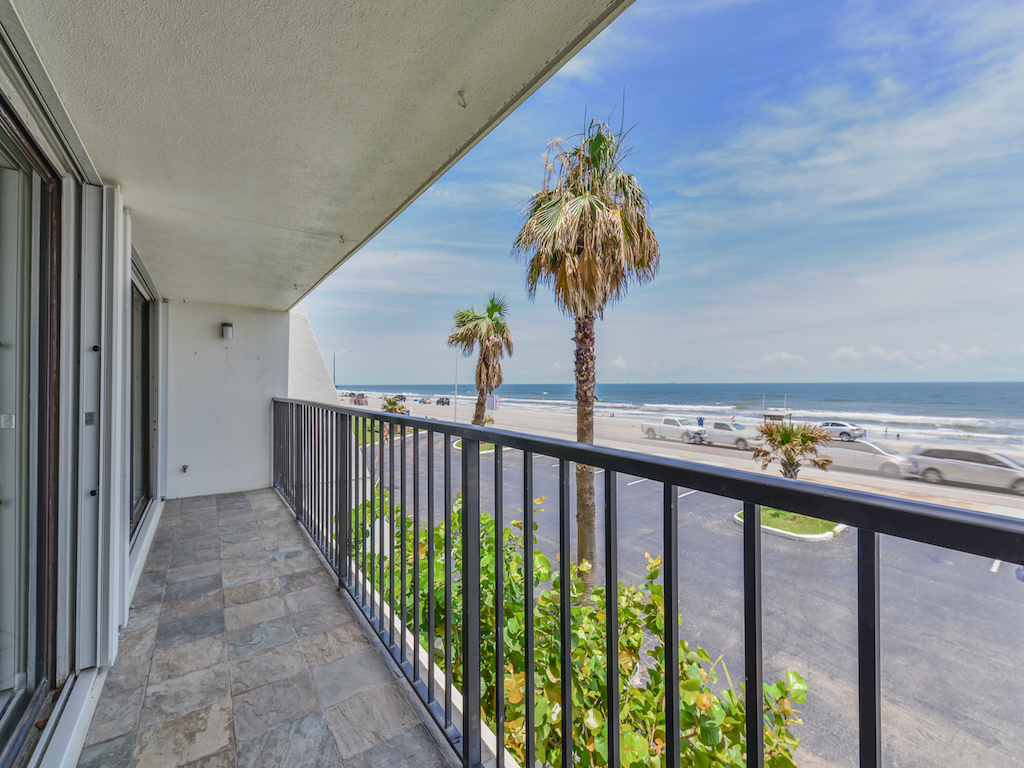 7310 Seawall Blvd #204
